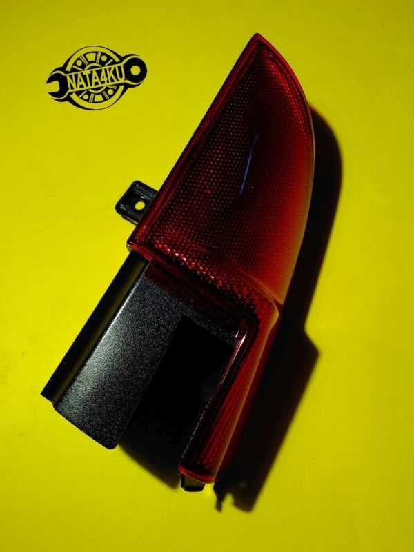 Отражатель заднего фонаря правый R (уголок) Mercedes viano 639 A6398201364 Mercedes