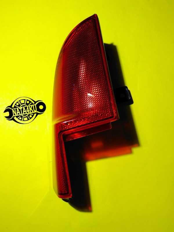Отражатель заднего фонаря левый (уголок) Mercedes viano 639 A6398200764 Mercedes