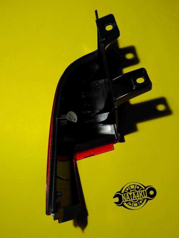 Отражатель заднего фонаря правый (уголок) Mercedes viano 639 A6398200864 Mercedes