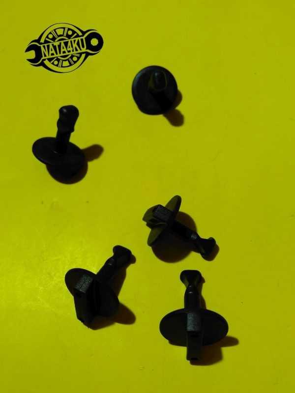Клипса крепления накладки сидения Mercedes vito 638 1996 > A6389880042 Mercedes
